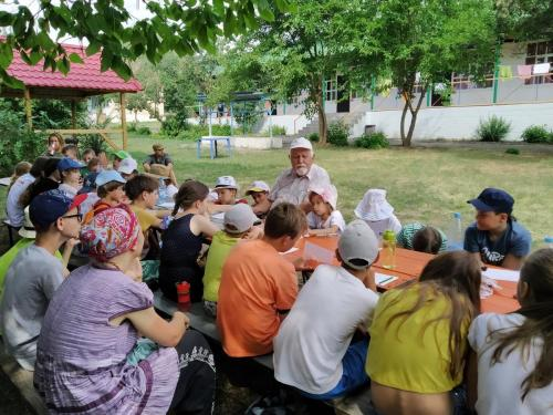 Лекции от научных сотрудников Донского археологического общества в различных локациях этно-археологического комплекса Затерянный мир